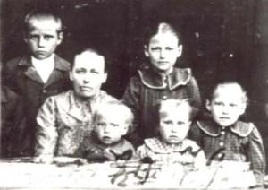 079 Buskas Maria med barn