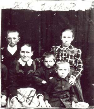 084 Buskas Katarina med barn
