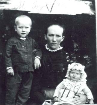 114 Buskas Maria med barn
