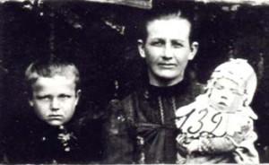 132 Buskas Maria med barn