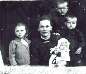 136 Buskas Lydia med barn