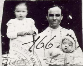 166 Hinas Kristina med barn