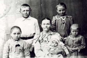 185 Hoas Valborg med barn