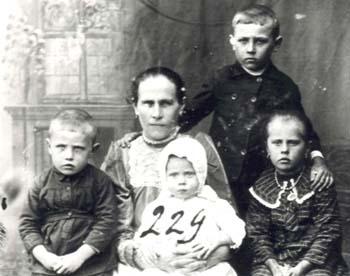 229 Hinas Alvina med barn
