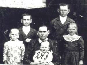 243 Hoas Maria med barn