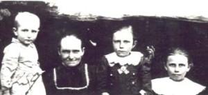 259 Knutas Alvina med barn