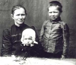 269 Knutas Anna med barn