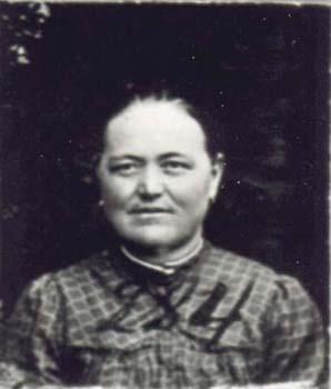 284 Knutas Julia
