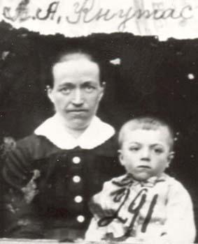 291 Knutas Anna med barn