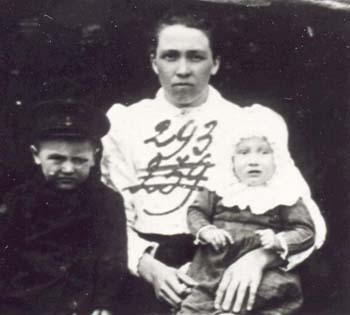 293 Knutas Alexander med barn