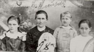 298 Knutas Helena och barn