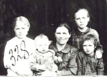 328 Knutas Rosa med barn