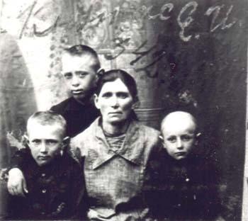 342 Knutas Lovisa med barn