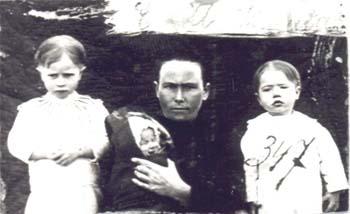 347 Knutas Emma med barn