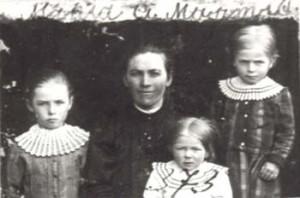 373 Martis Maria med barn