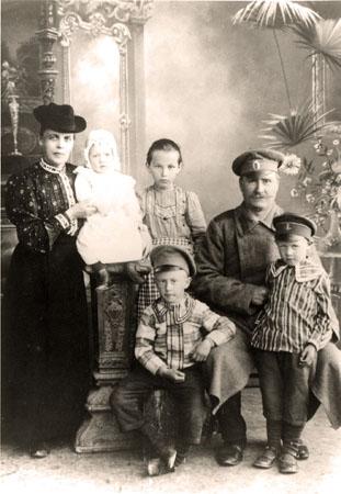 Hoas Emma  f Skarstedt m familj