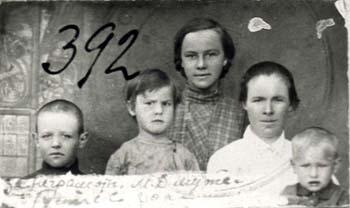 392 Mutas Maria med barn
