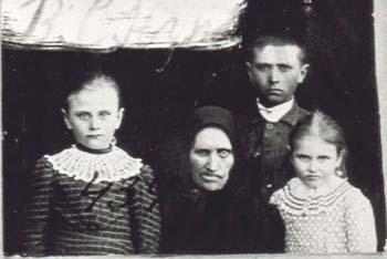 434 Norberg Valborg med barn