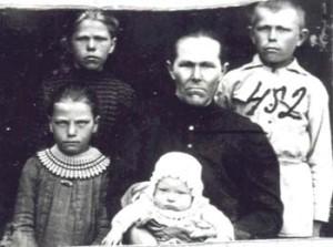 452 Tinis Margareta med barn