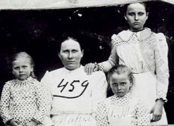 459 Tinis Maria med barn