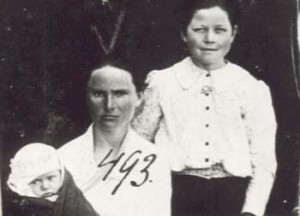 493 Utas Adarka med barn