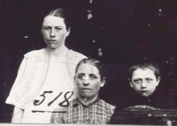 518 Utas Emilia med  barn