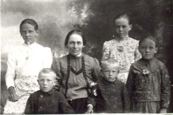 520 Utas Anna med barn