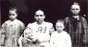 543 Utas Anna med barn