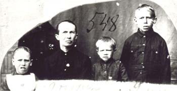 548 Utas Anna med barnen Maths, Lilly och Oskar