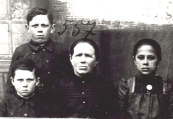 557 Utas Maria med barn
