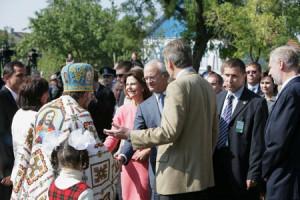 Kungaparet hälsar på  Ludmilla Ermolenko och  Alexander Kvitka m fl
