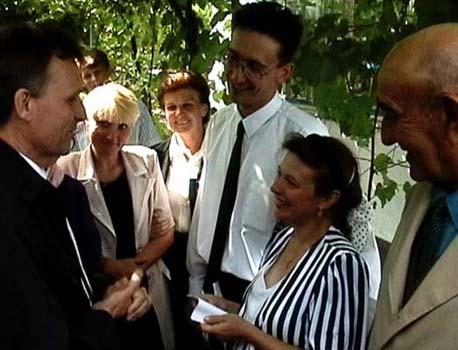 Lilia och Roman Malmas Kozak gifter sig och Staffan Beijer förrättade vigseln, 2002