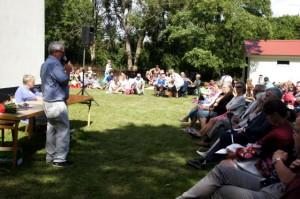 Sven Bjerlestam berättar om senaste nytt från svenskbkbyn på årsmötet