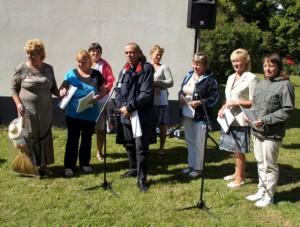 Viktor Buskad från Gammalsvenskby talar på mötet