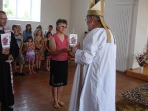 Biskopen får en gåva